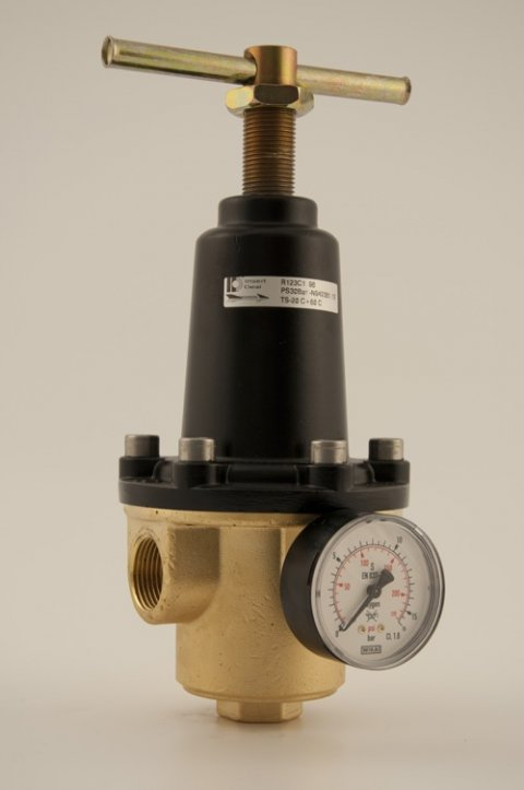Standard regulators model R123 in brass